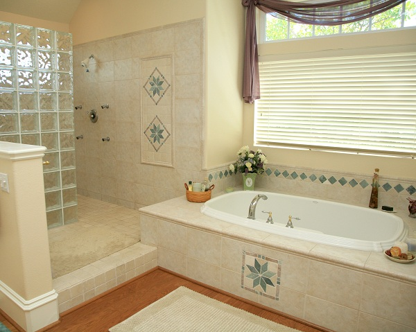 10x10 master bathroom pictures to pin on pinterest pinsdaddy for Bathroom designs 8 x 10